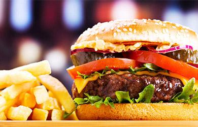 Hamburguesa a elegir + patatas + bebida