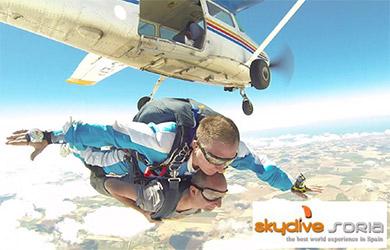 Salto en caída libre desde 3.500 m para una persona